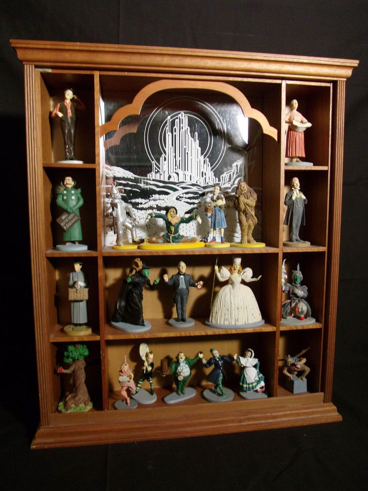 wizard of oz porcelain characters with wooden display case the franklin mint wizard of oz. Black Bedroom Furniture Sets. Home Design Ideas