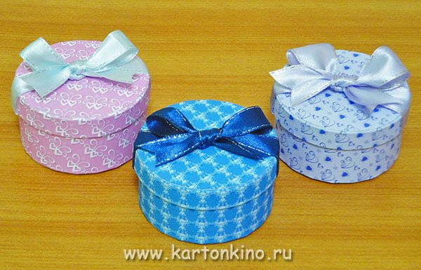 DIY boxes with a bow