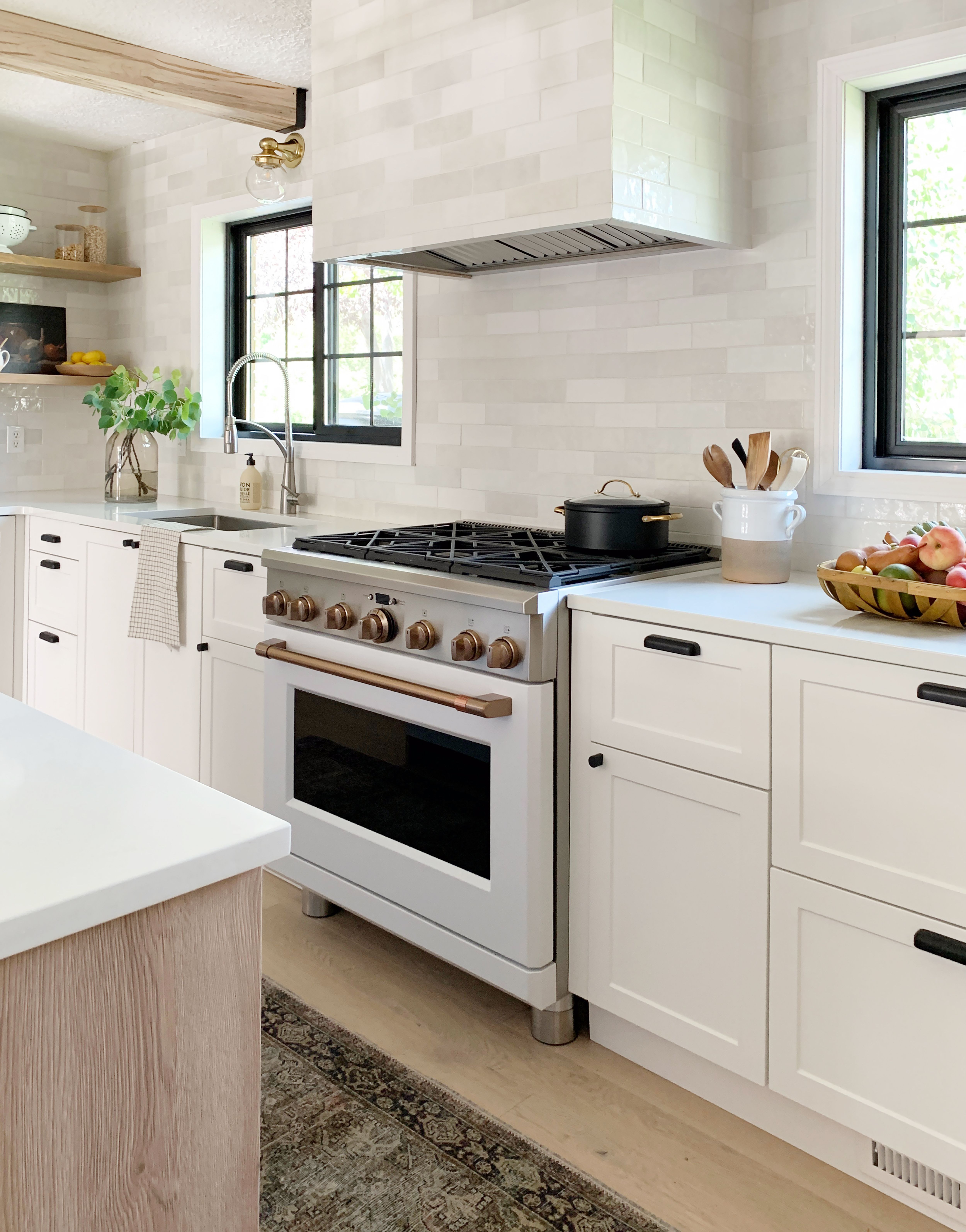 This Stunning Kitchen Makeover By Chris Loves Julia Features An Ingenious Ikea Hack Hunker Home Decor Kitchen Budget Kitchen Makeover Modern Kitchen Design