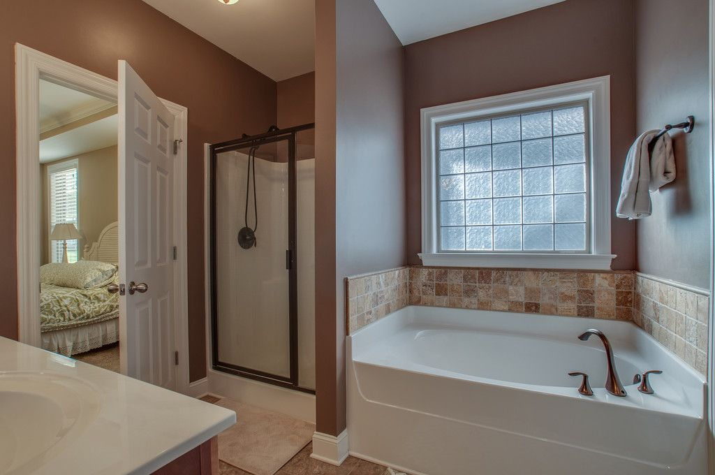 Master Bath Has A Separate Shower Garden Tub Master Bathroom Garden Tub Tub