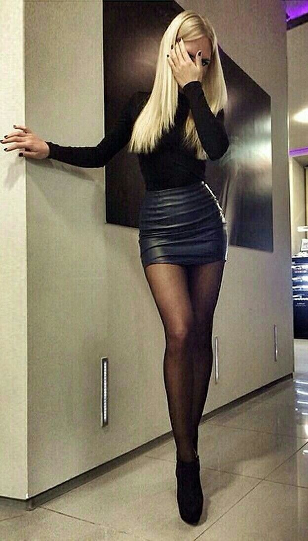 Crossdressers in pantyhose and skirts