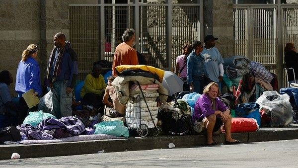 Los Angeles To Join Other Cities In Making It Illegal To Feed The Homeless Homeless Hotel California Feed Homeless