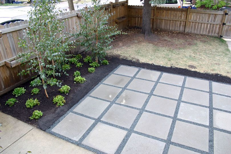 Backyard patio with concrete pavers 2 39 x2 39 simple for Paved garden designs
