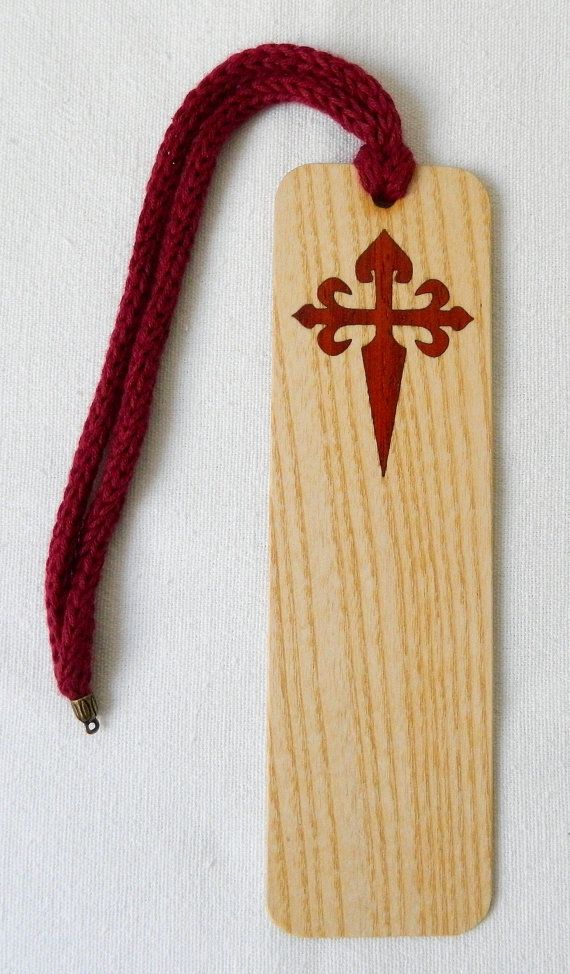marca paginas de madera con cordon en hilo de algodón