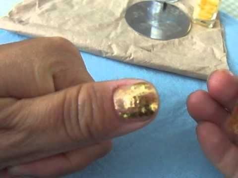 Papel Foil Como Aplicar Con Esmalte Sin Pegamento Uñas En Tinto Tutoriales De Manicura Tutorial Uñas