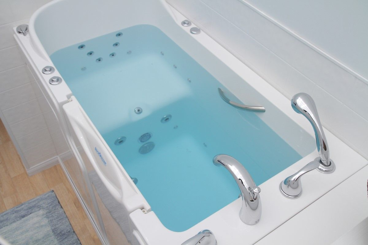 Mesmerizing Jacuzzi Walk In Tub In Rectangular Long Form Overlooking ...