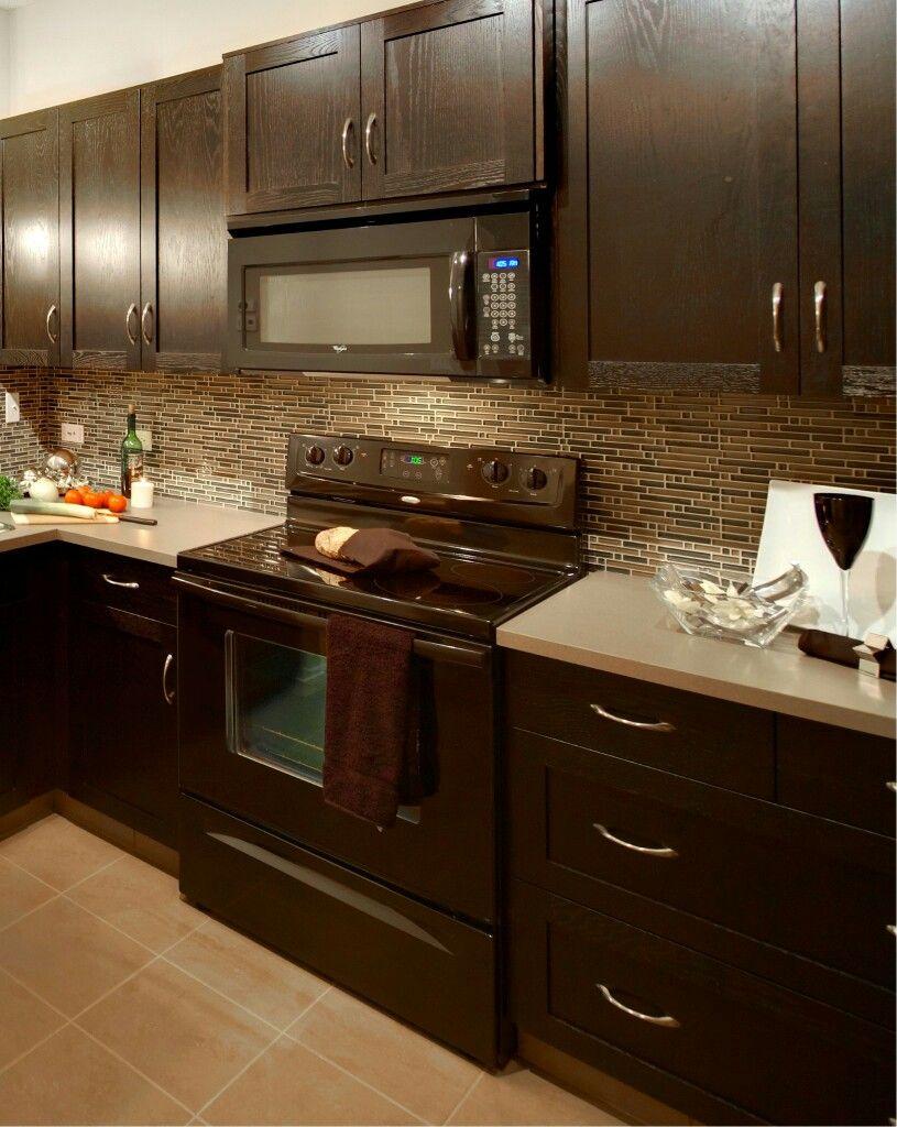 I Like This Backsplash Kitchen Cabinet Design Black Appliances Kitchen Kitchen Design