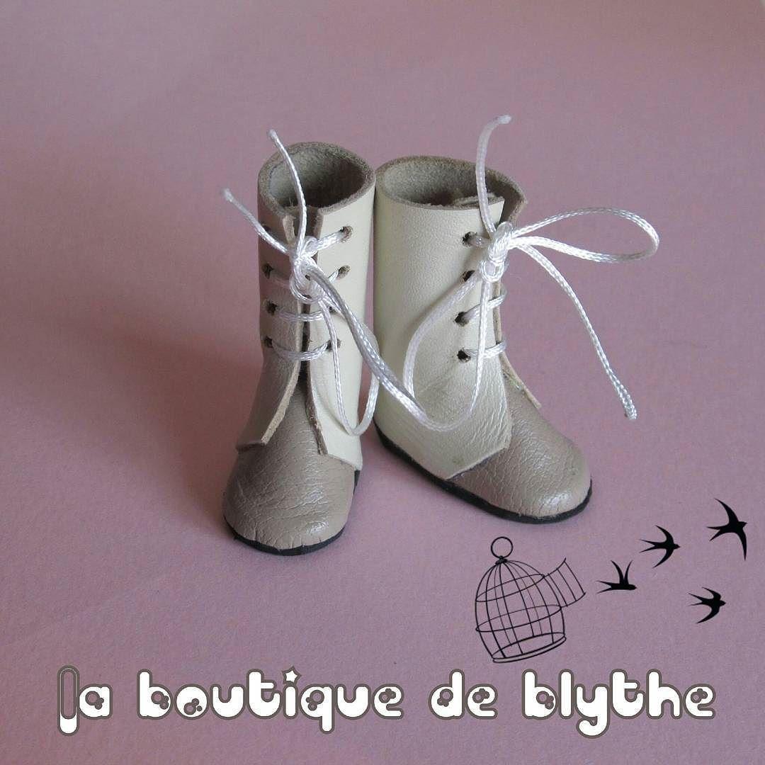 Botas para Blythe  #fbn #muñeca #dolly #doll #nancyfamosa #madeinspain #dollshoes #leather #muñeca #doll #nancy #bigeyesdoll #boutiquedenancy #nancydefamosa #seventies #dollcollector #famosatoys #lesly #lukas #zapatospepes #pepes #handmade #lasmuñecasdefamosa #instadoll #blythe  #laboutiquedeblythe