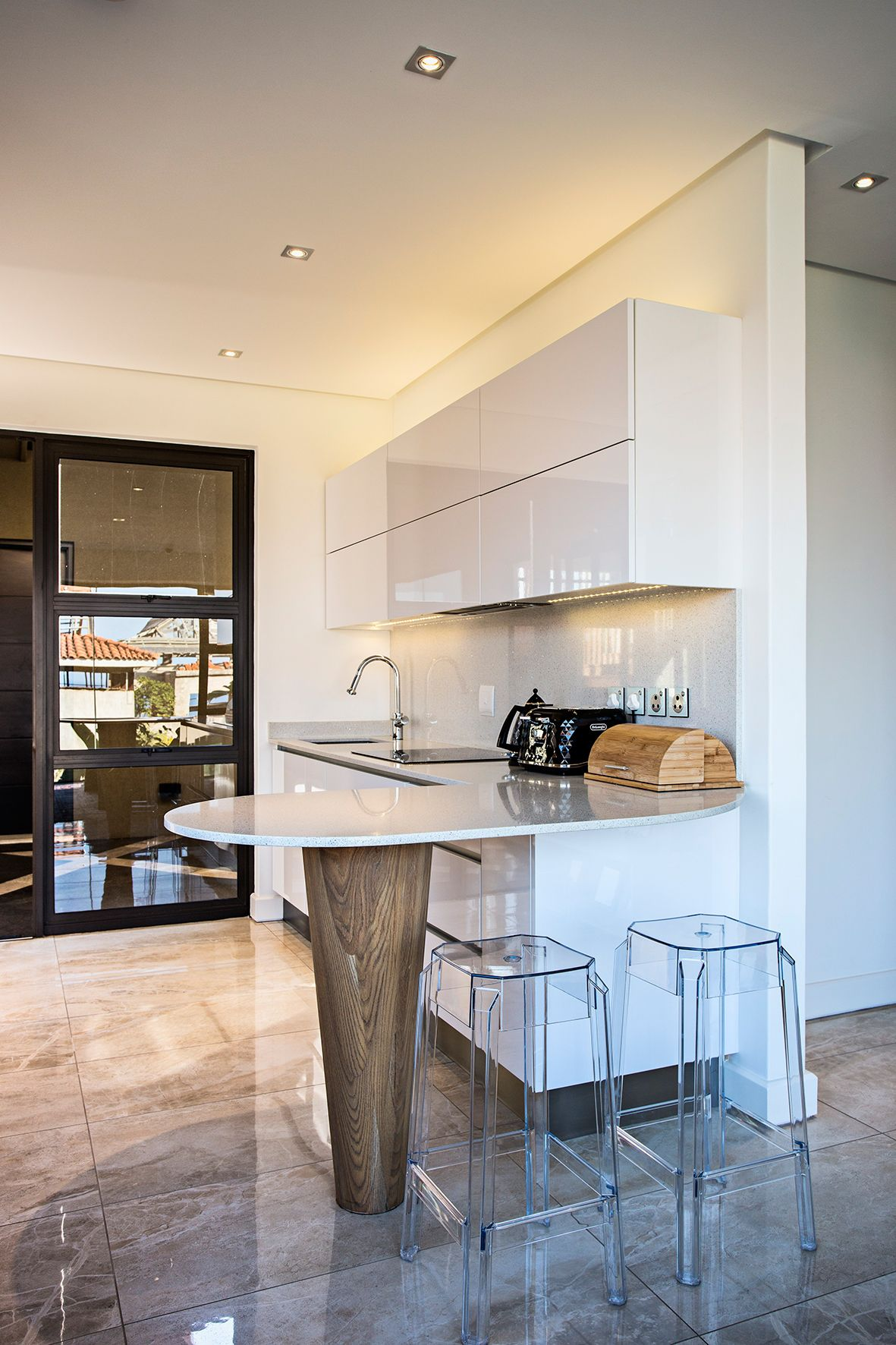 White Star Caesarstone was used for the curved breakfast