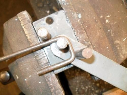 Metal Bender by Mayhem -- Homemade metal bender fabricated from bar stock and bolts. Capable of bending rod and flat bar up to 6mm thick. http://www.homemadetools.net/homemade-metal-bender-13