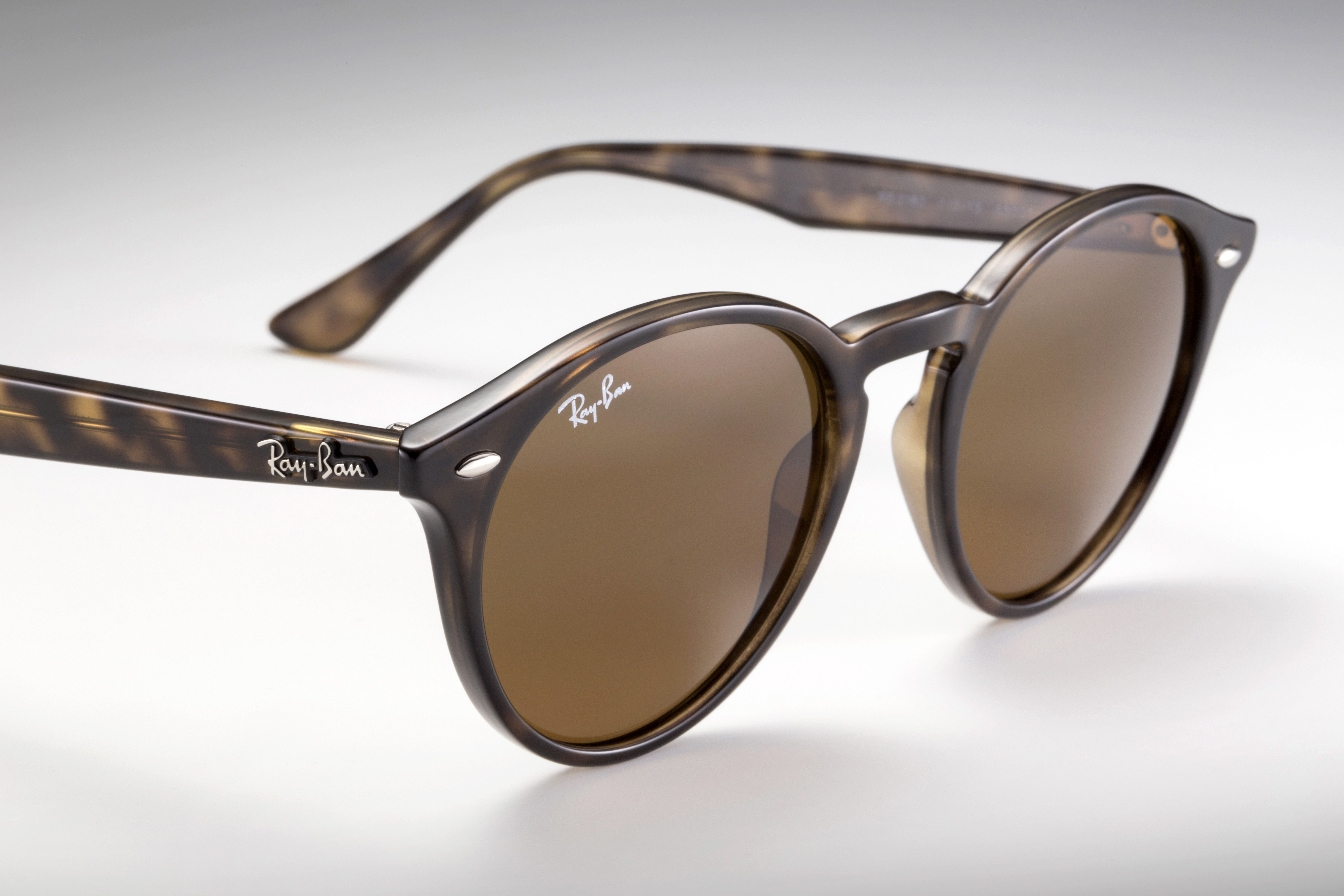 Them's some sharp looking shades // #RayBanRound @ www.ray-ban.com