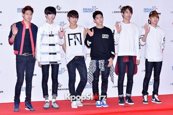 block-b-yb-band-topp-dogg-and-halo-at-the-20th-anniversary-of-the-we-love-korea-2014-dream-concert.jpg (600×400)