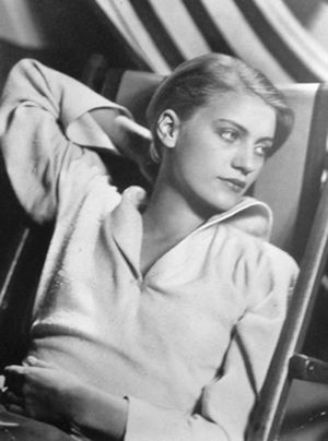 Lee Miller (photographer, and most notable Man Ray's muse). Takes my breath away... what a lovely.
