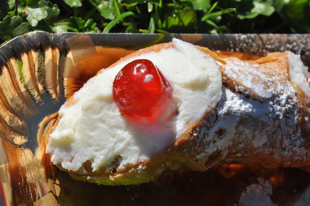 Cannoli, a favorite Italian pastry