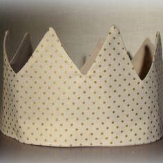 c9ebeaccffdd Couronne de princesse blanche à pois dorés   Polka Dots   Pinterest