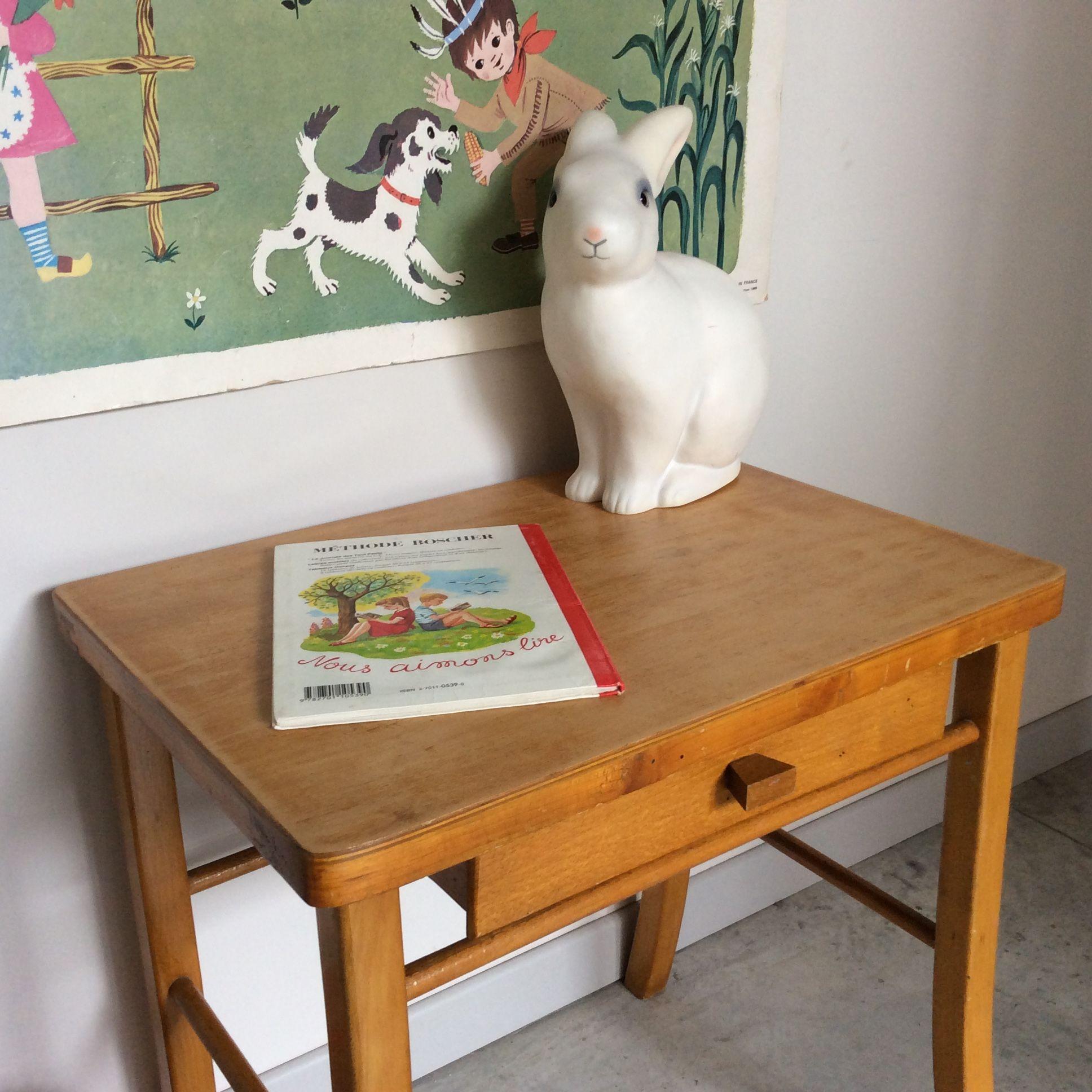 bureau enfantjoli petit bureau d 39 enfant en bois avec tiroir dimensions du plateau 49 5 x 39. Black Bedroom Furniture Sets. Home Design Ideas