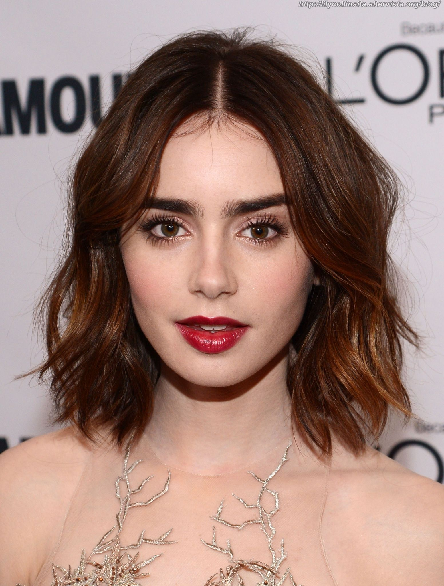 From lily collins hairstyles 2017 best haircuts and hair colors - Lily Collins Red Carpet Hair And Make Up In 2013 Edgy Texturized Long Bob And Vampy Red Lips Photo Getty Images