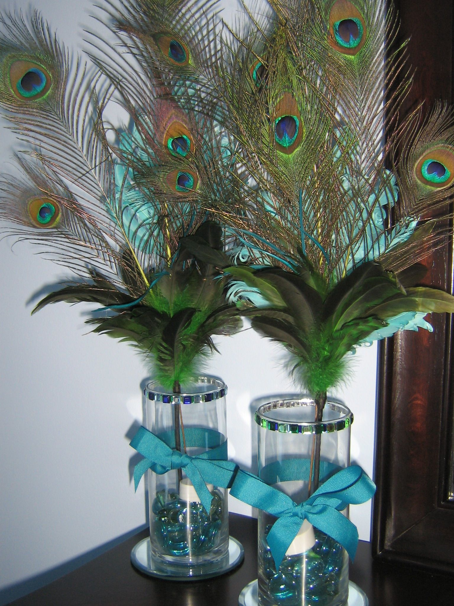 diy peacock feather centerpieces for a pretty glow add battery rh pinterest com Purple and Teal Peacock Wedding Arrangements Blue Centerpieces DIY
