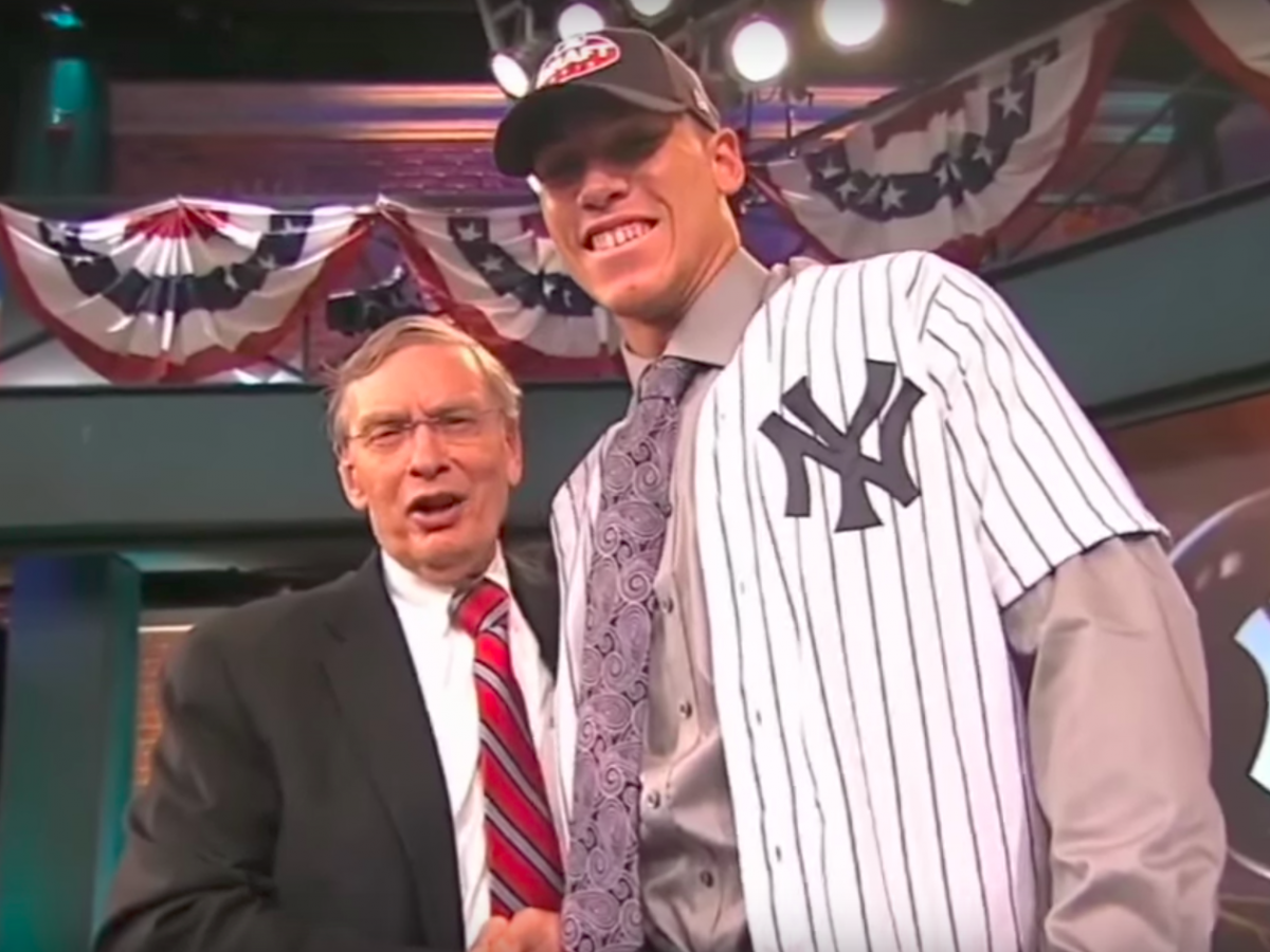 How Aaron Judge Rose To Become The Face Of The Yankees And Baseball S Newest Home Run Hitting Star Yankees New York Yankees Ny Yankees