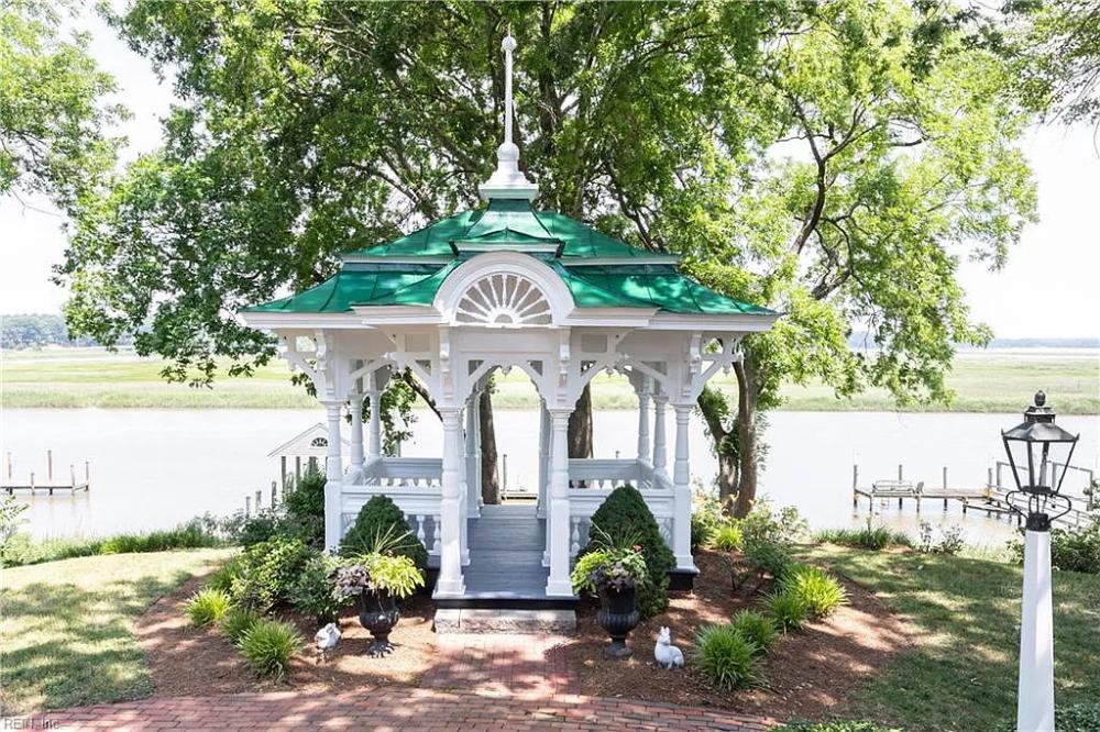 345 S Church St, Smithfield, VA 23430 Mansions for sale