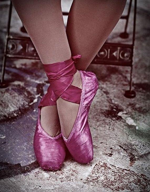 High quality intermediate//advanced level purple satin ballet dance pointe shoes