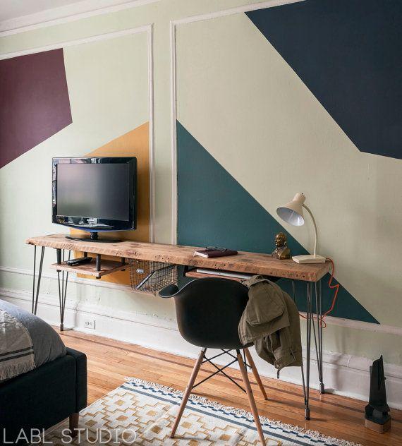 Medien/benutzerdefinierte Schreibtisch stehen mit Mitte des ...