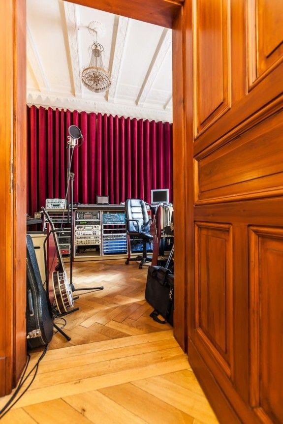 Neben dem Wohnzimmer hat sich Peter ein Tonstudio eingerichtet - wohnzimmer modern eingerichtet