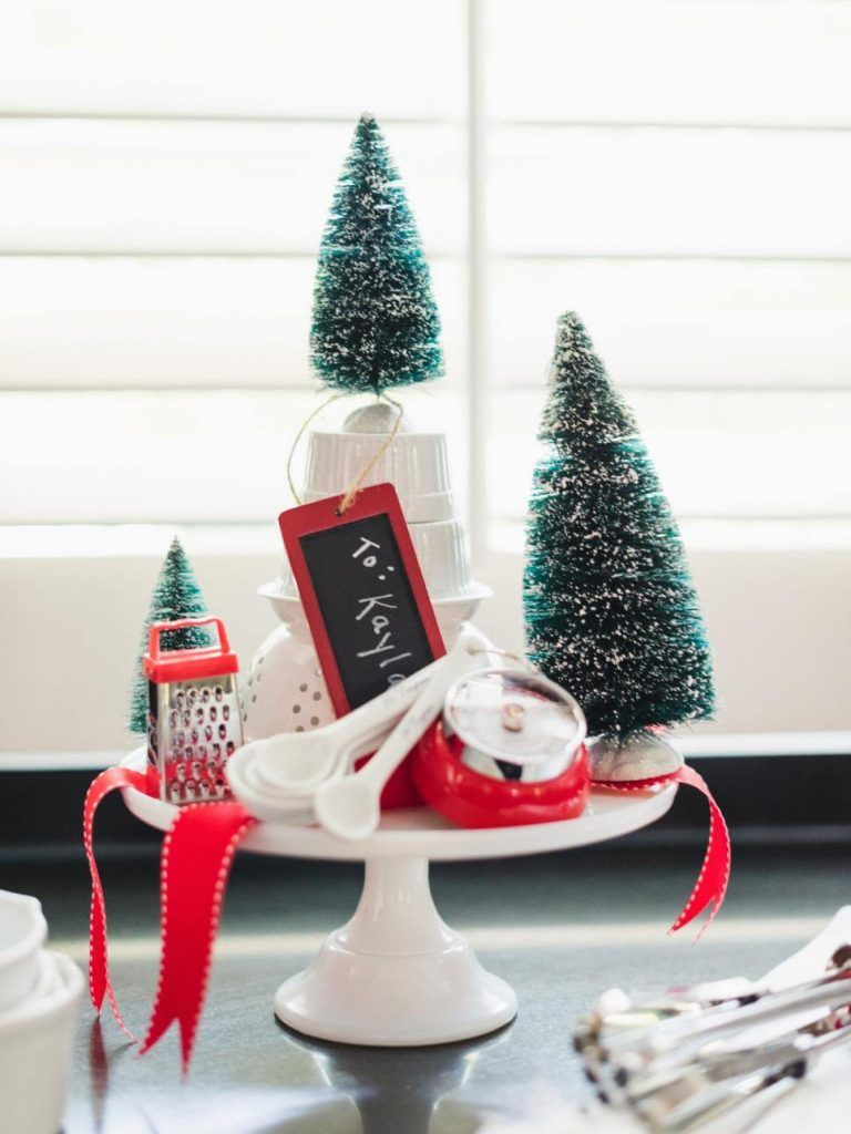 21 Christmas Cake Stand Decorating Ideas To Deck The Halls Holiday