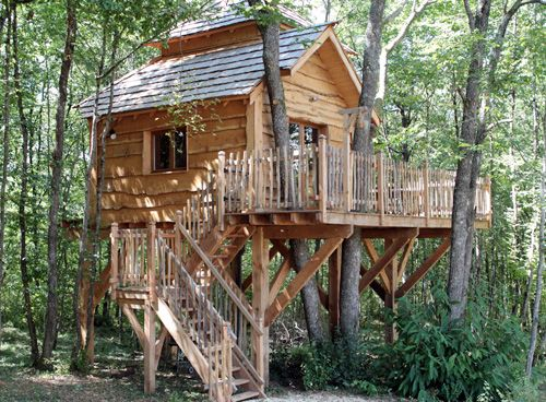 cabane dordogne louer une cabane dans les arbres dans le p rigord 24 re devenez un enfant. Black Bedroom Furniture Sets. Home Design Ideas