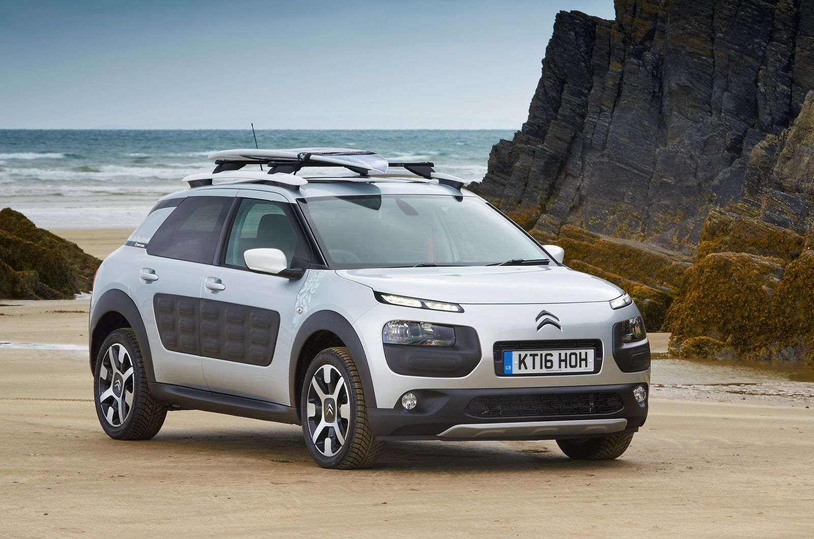 Ride The Waves With Citroen C4 Cactus Rip Curl Special Edition 46 Images Video Carscoops Citroen Citroën C4 Riding