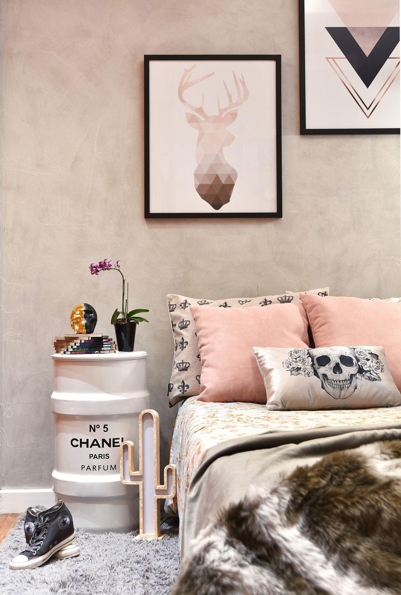 Quarto Feminino Em Rosa E Cinza Com Tonel Chanel Apartamento  ~ Quarto Pequeno Feminino Jovem E Cor De Tintas Para Quarto