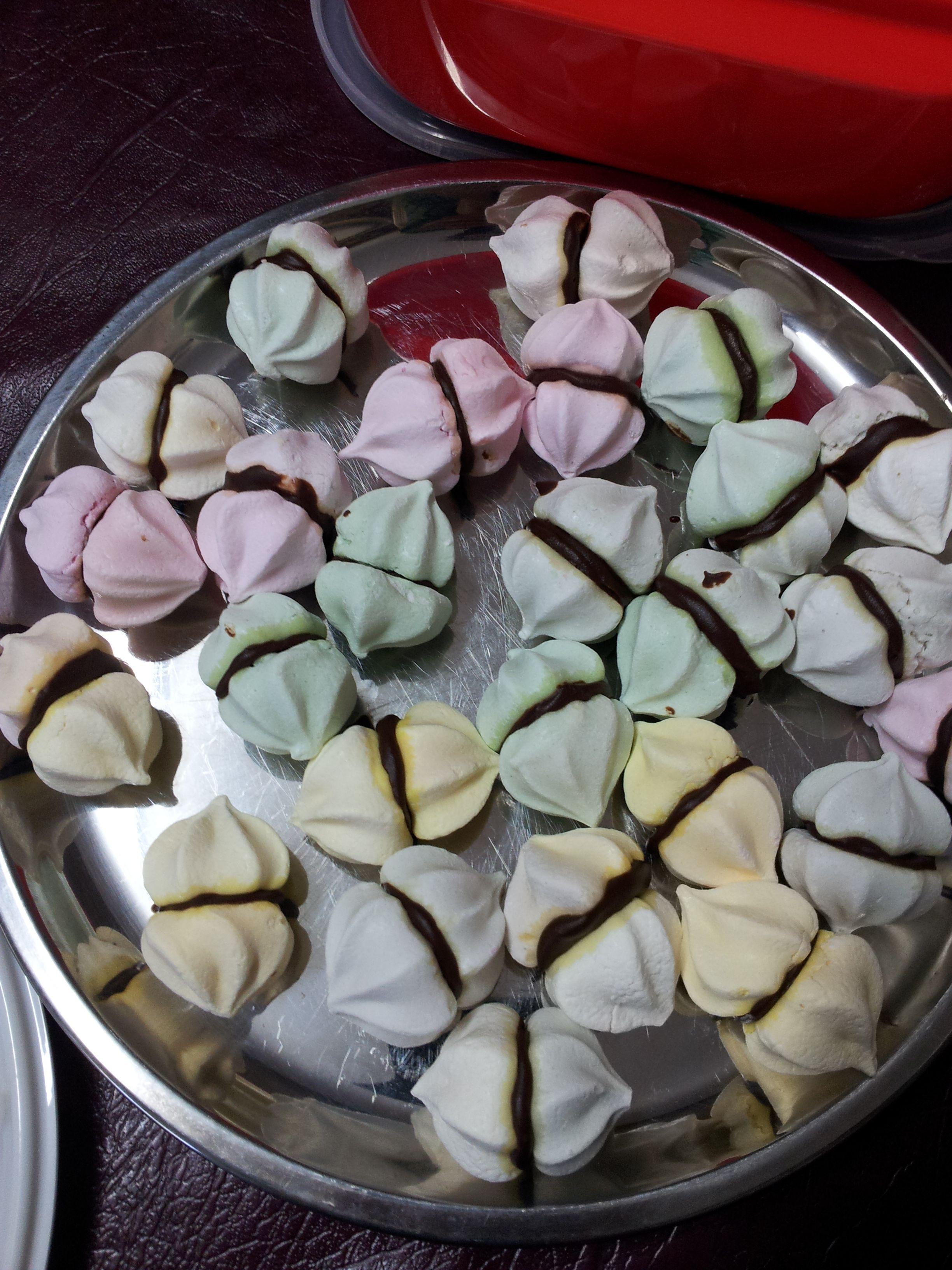 Mini meringues.
