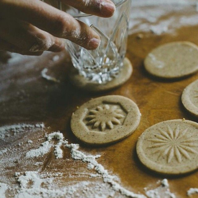 Use the bottom of crystal glasses to imprint patterns onto your biscuits.
