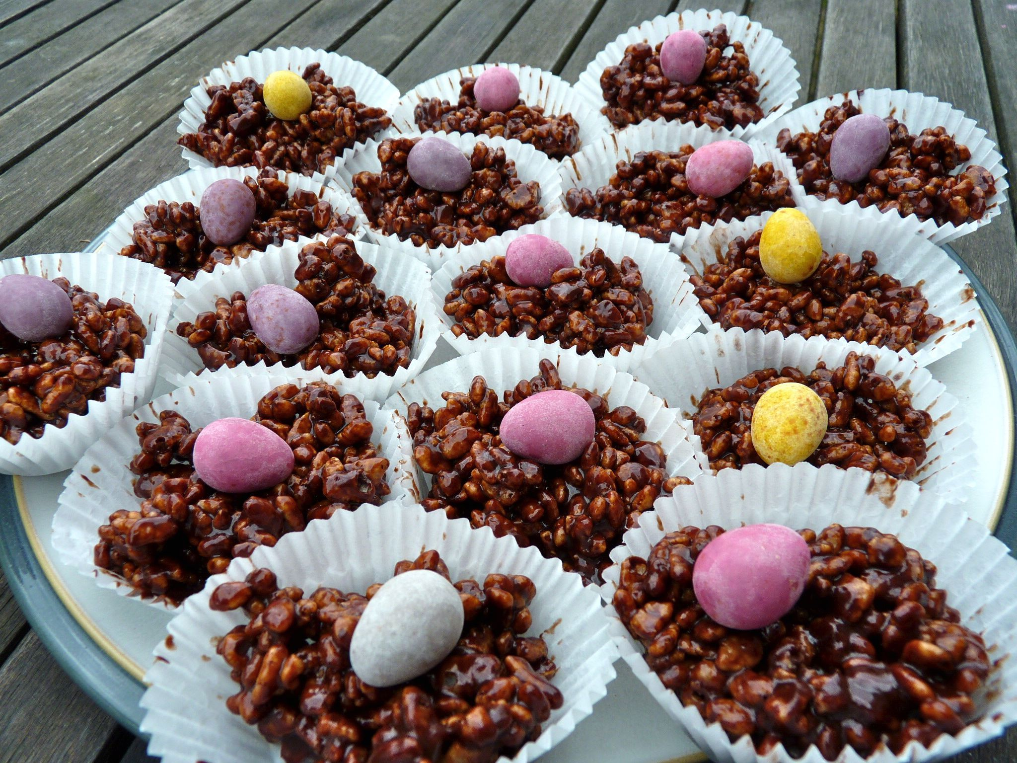 1 ounce margarine ** 1 tablespoon cocoa ** 1 tablespoon golden syrup ** 1  tablespoon … | Cornflake cake, Chocolate rice crispy cakes, Easter rice  krispie cakes