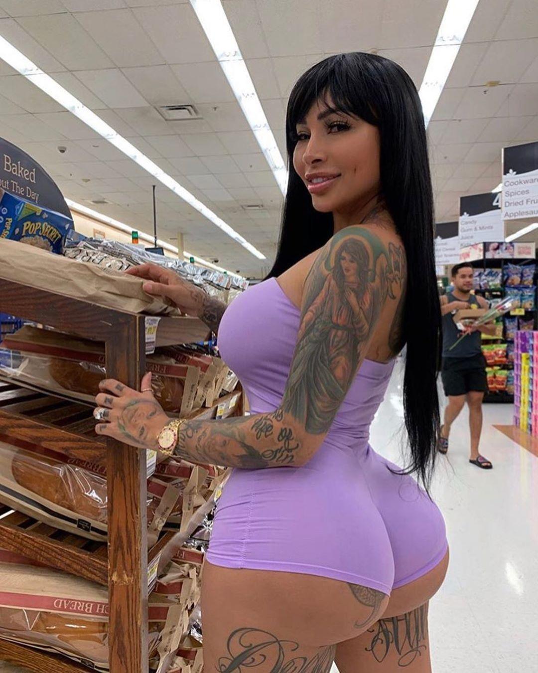 Actriz Porno Ebony Con Rastas thick hips,thighs & booty girls!!!!!❤