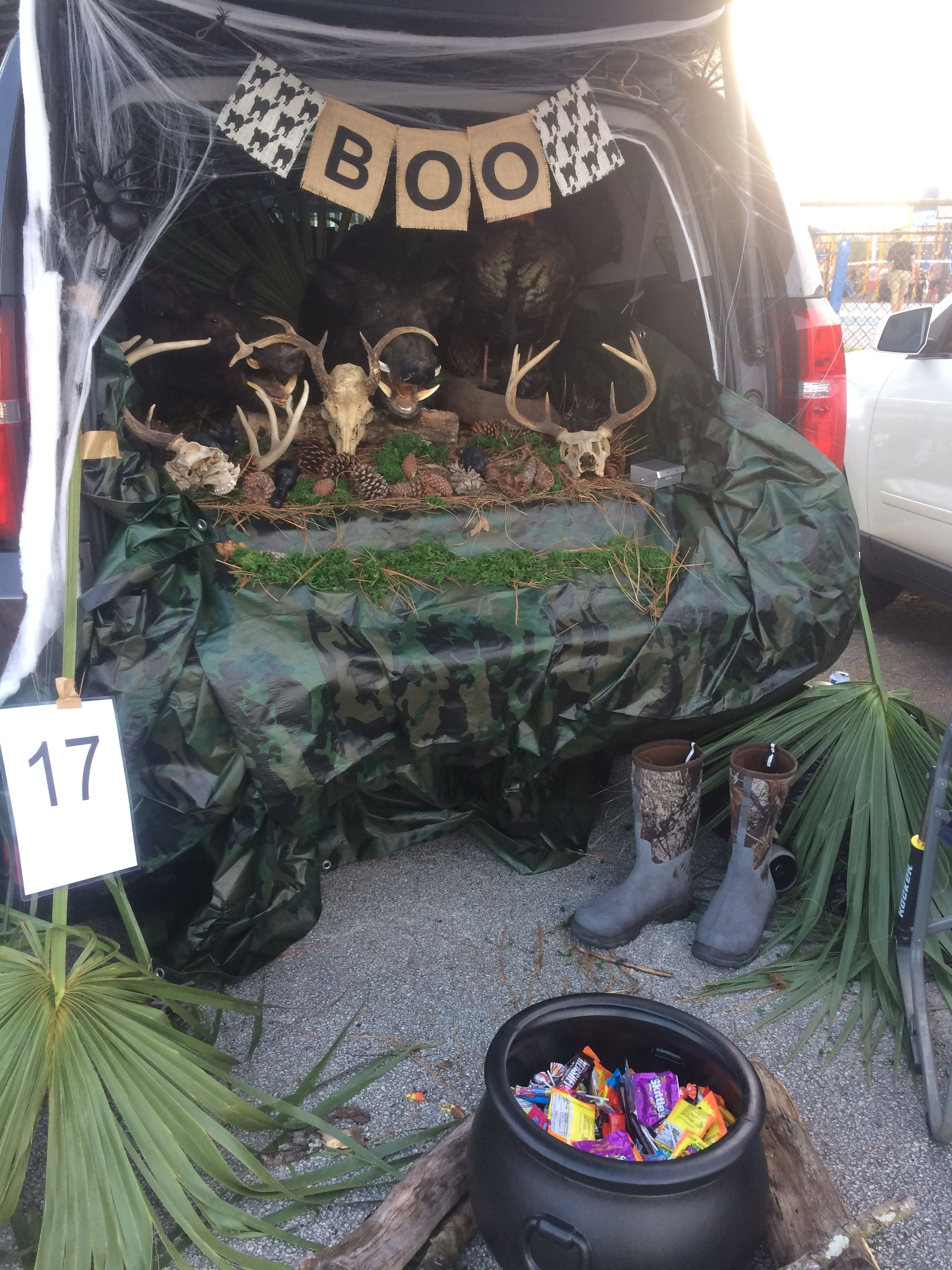 "Trunk Or Treat Ideas For Pickup Trucks : trunk, treat, ideas, pickup, trucks, Hunting, Theme, ""trunk, Treat"", Trunk, Treat,, Truck, Themes"