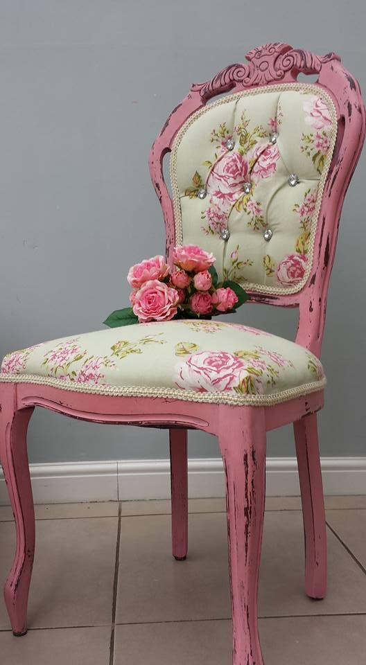 Pin By Yvonne Sanders On Upholstered Furniture Shabby Chic Chairs Pillows