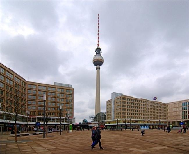 Alexander Platz Berlin Almanya Tarihte Ilk Olarak Buyukbas Hayvan Pazari Olarak Kullanilan Bu Alana Sehri Ziyareti Sebebiyle Rus Imparatoru I Aleksan Citta