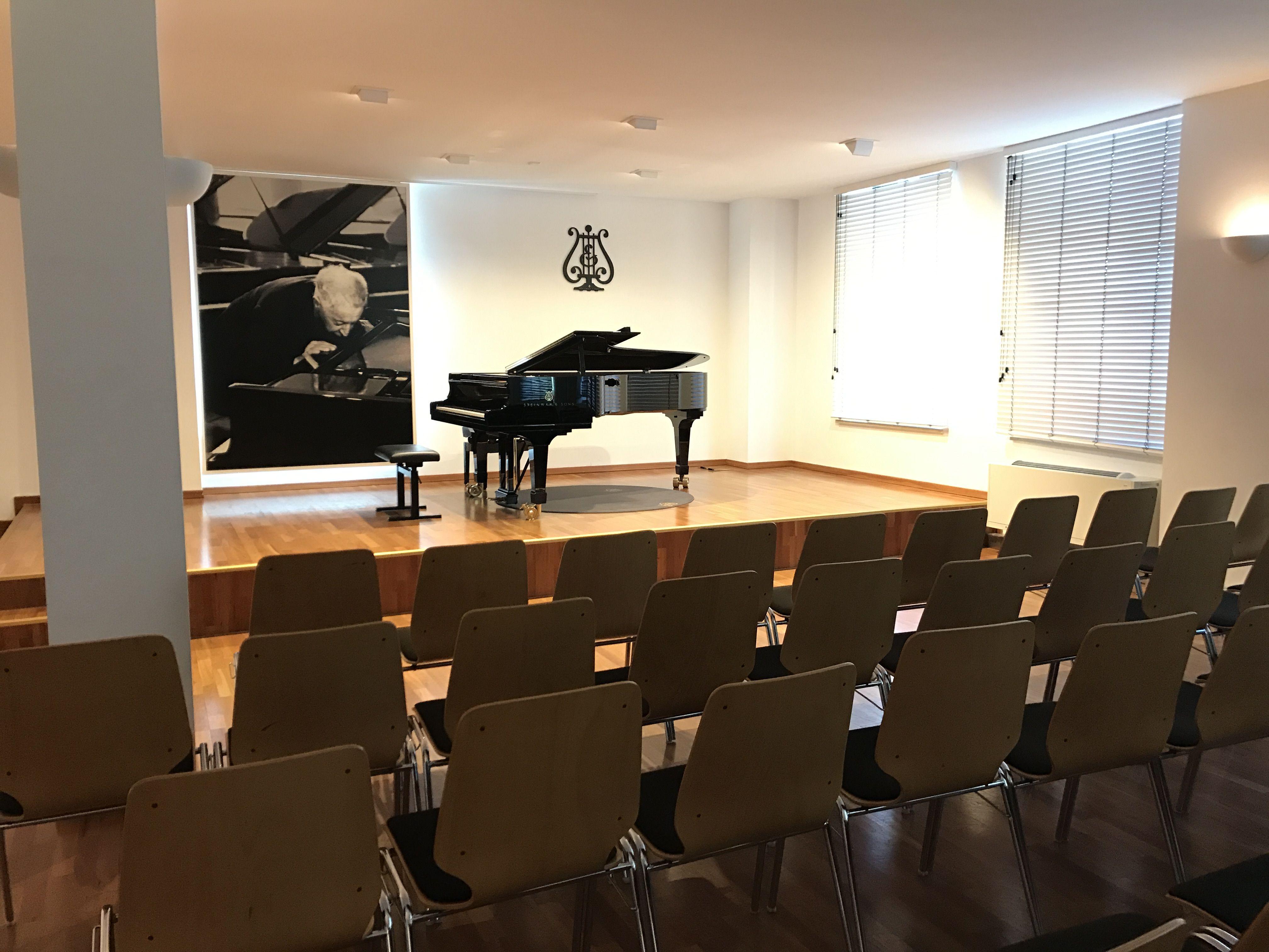 Unsere Münchner Schülerkonzerte finden im Rubinstein Saal im Steinwayhaus München statt