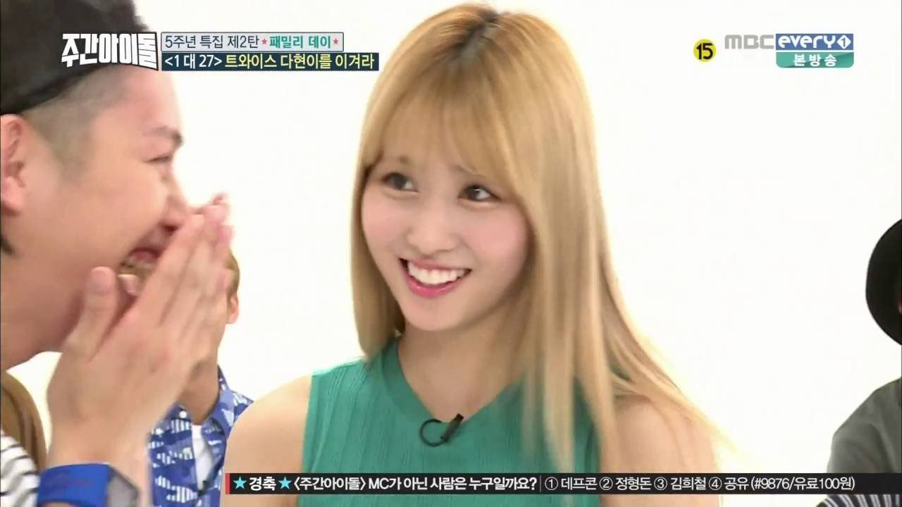 Twice Momo AeGyo @ Weekly Idol