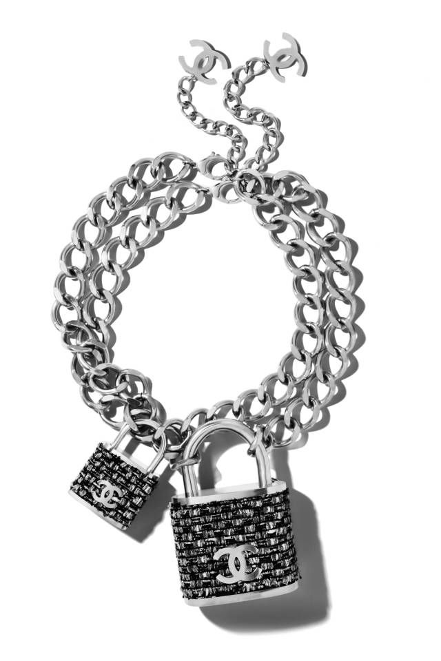We Re Obsessed Chanel S Lock Necklace