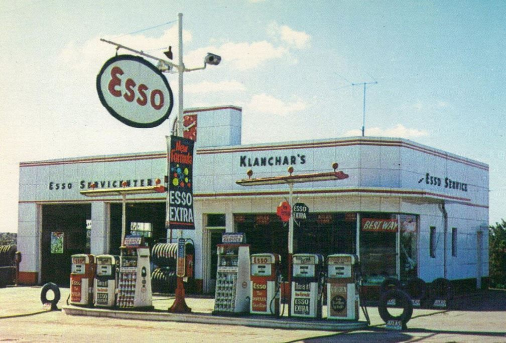 Vintage Esso gas station Old gas stations, Gas station