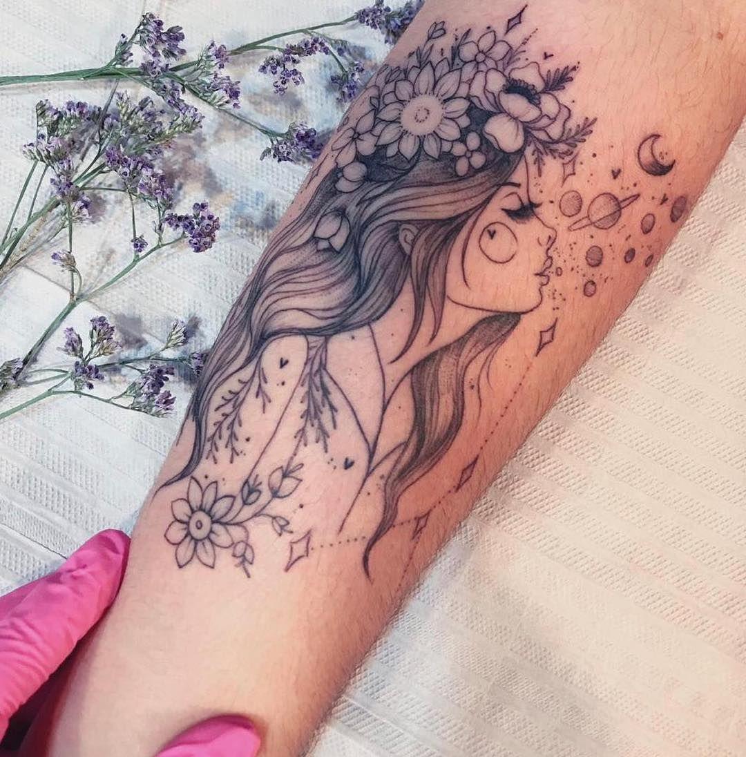 """Tatuagens Femininas 🧿 Goiânia on Instagram: """"Floral girl 💐 Representando o signo de #câncer ♋️ Feita pela Artista @INDIARTES • Especialista em traços finos e trabalhos autorais. △…"""""""