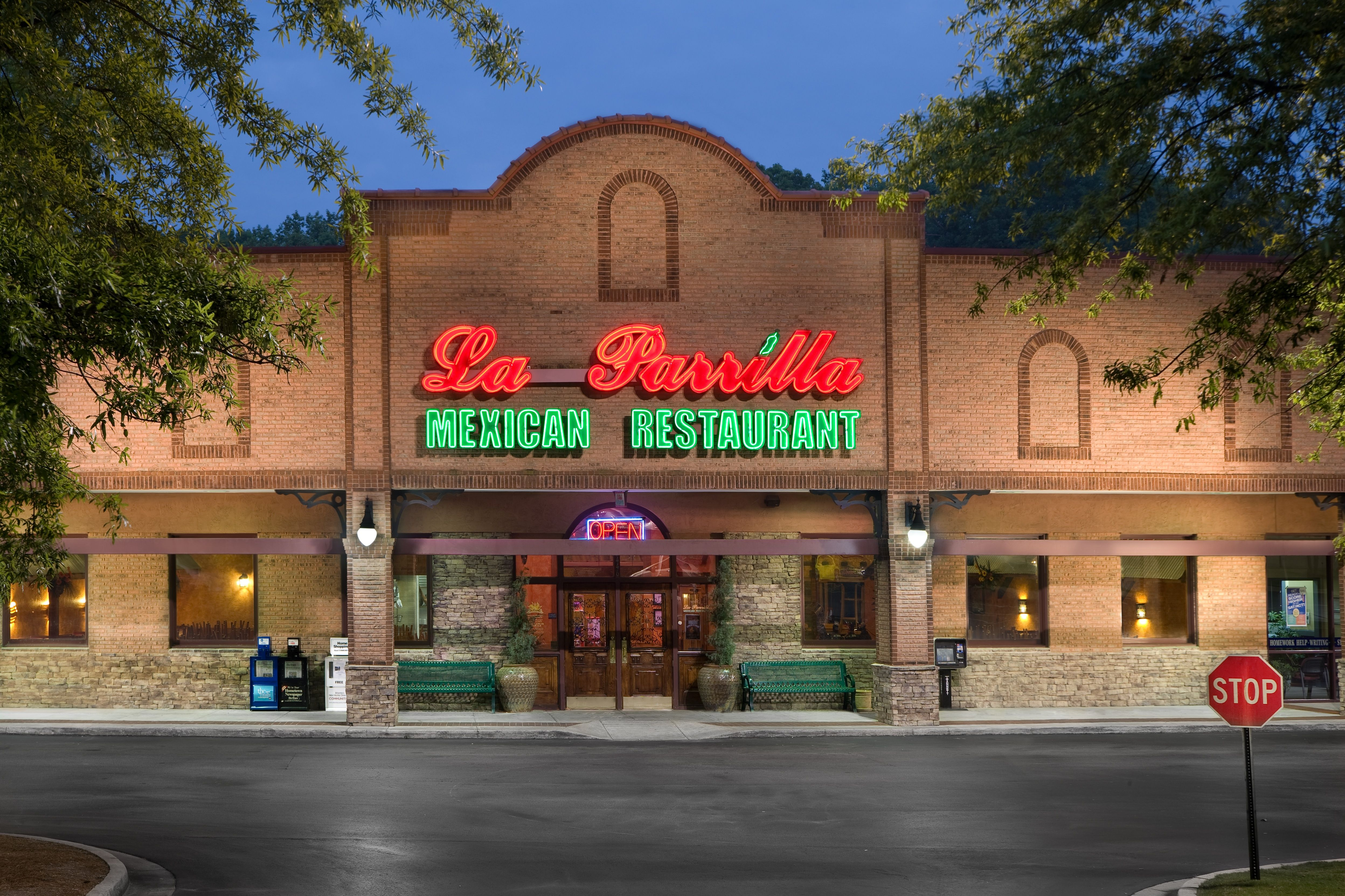 La Parrilla Mexican Restaurant Is A Chain Of Eating Establishments That Offers A Range Of Food Items And Bevera Mexican Restaurant Flowery Branch Visit Georgia
