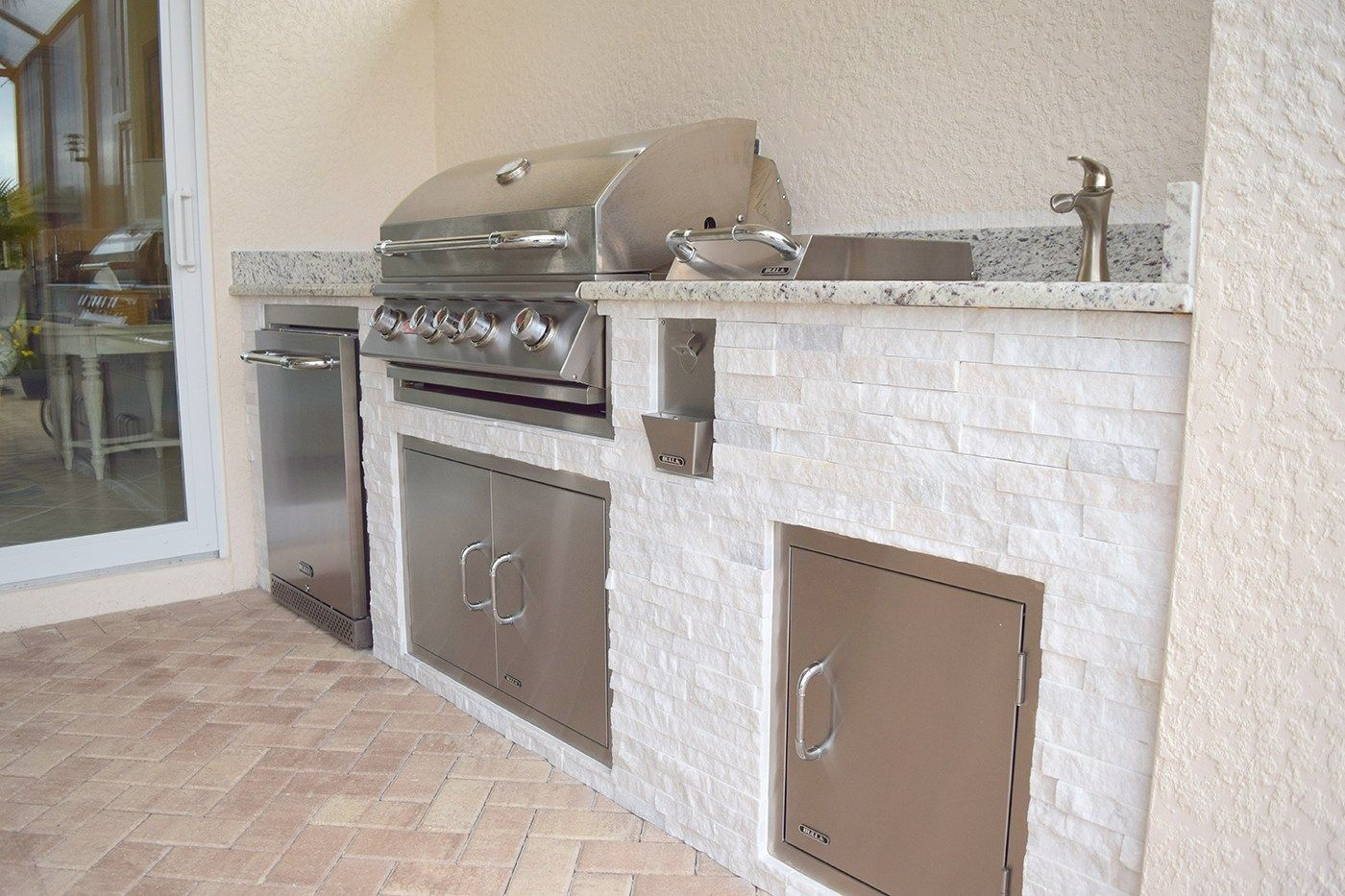 Custom Outdoor Kitchen Construction Of Fort Myers Florida Outdoor Kitchen Design Layout Outdoor Kitchen Design Kitchen Construction