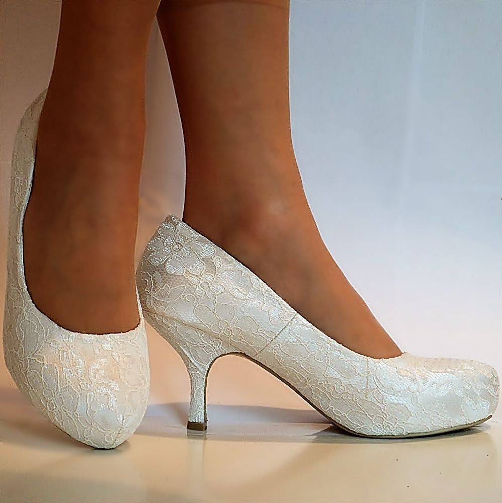b95ce805541073 NEW Ladies Wedding Bridal Low Mid Kitten Heel Ivory Floral Lace Court Shoes  Size