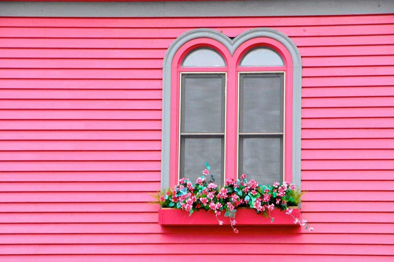 Haunted pink home in Lunenberg, Nova Scotia | Pretty Pink Houses ...