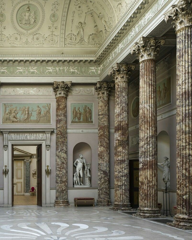 The pillars in this room give it a very grecoroman feel