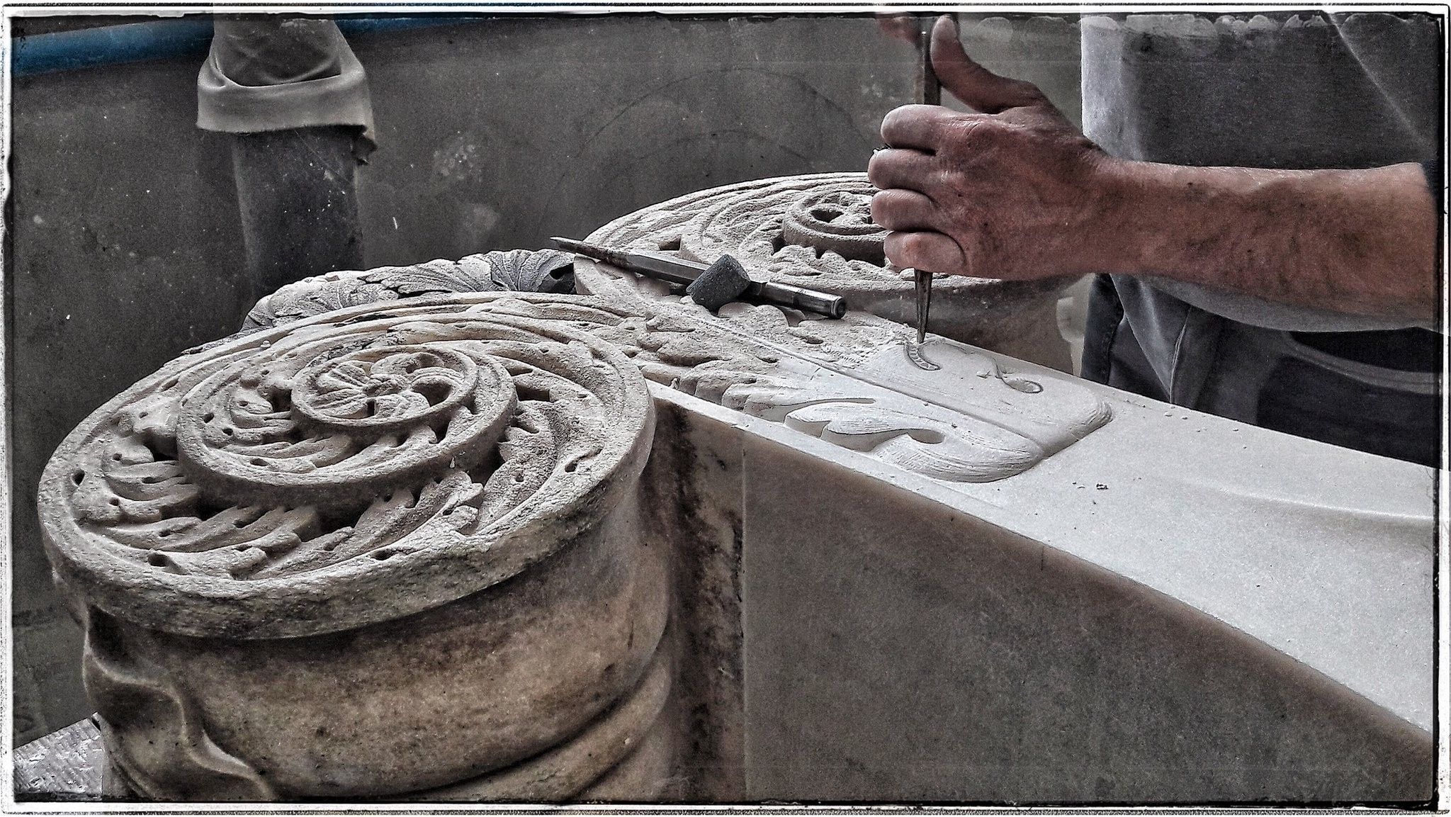 #mailänderdom Die Dombauhütte bearbeitet seit dem 14. Jh den hellen #marmor aus #candoglia vom #lagomaggiore für das Wahrzeichen von #mailand