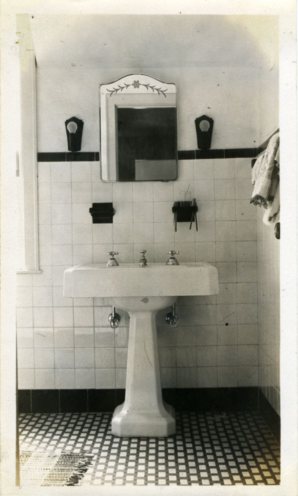 7 Ways to Make Your Small Bathroom Bigger on a Small Budget | 1930s Bathroom Designs For S on bathroom tile designs from 1930, decorating styles 1930 s, tile desgins 1930 s,